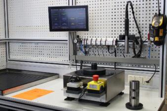 Messplatz zur Längenmessung von Einstichen an Innendurchmessern